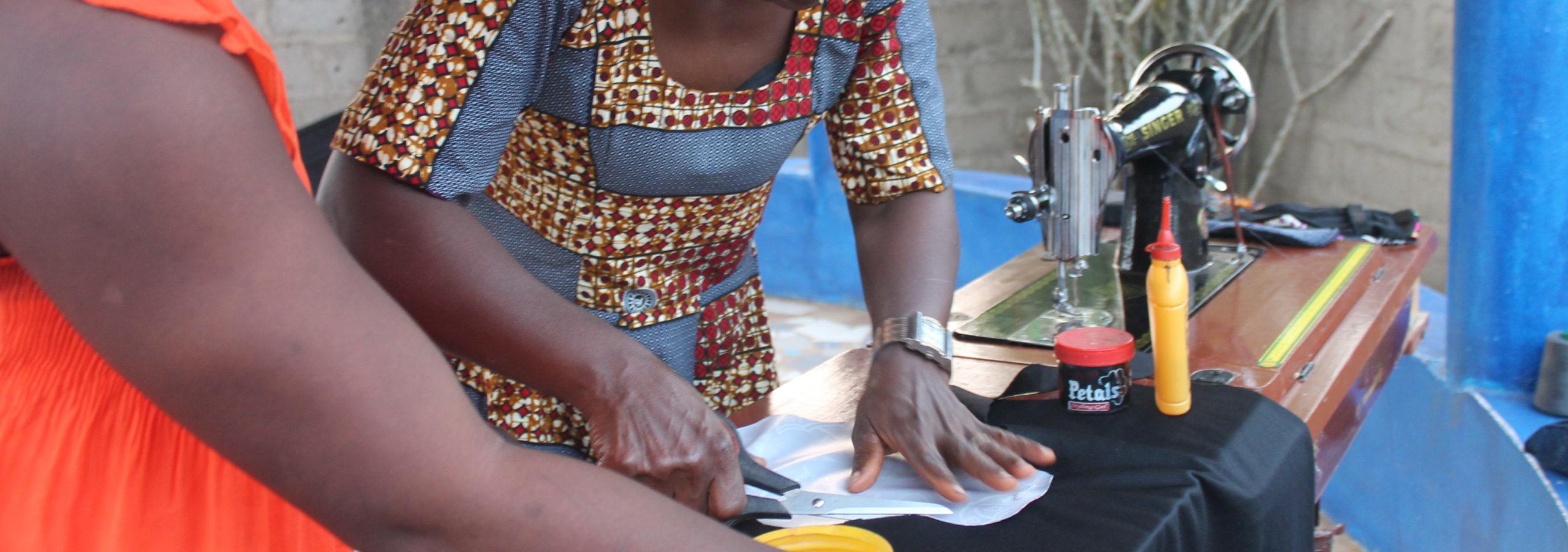 Confection de serviettes hygiéniques lavables : création d'emplois